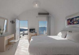 villa-renos-cyclades-santorini-deluxe-room-372x240